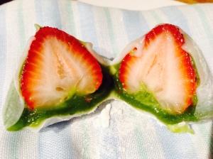 Half strawberry daifuku